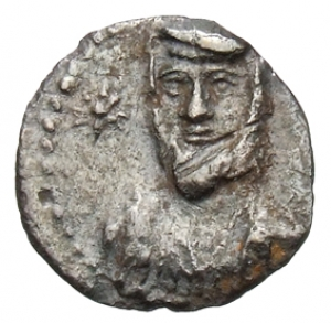 Εμπροσθότυπος 'SilCoinCy A1327, acc.no.: 1906 Löbbecke. silver coin of king Evagoras II (not as king of Salamis) of Cilician mint ? after 351 BC. Weight:  0.56g, Axis: 7h, Diameter: 11mm. Obverse type: Male bust facing with persian headdress. Obverse symbol: star. Obverse legend: - in -. Reverse type: Male bust l. with crown, earring and torque. Reverse symbol: -. Reverse legend: - in -. 'BMC Cyprus, A Catalogue of the Greek Coins in the British Museum, Cyprus'.